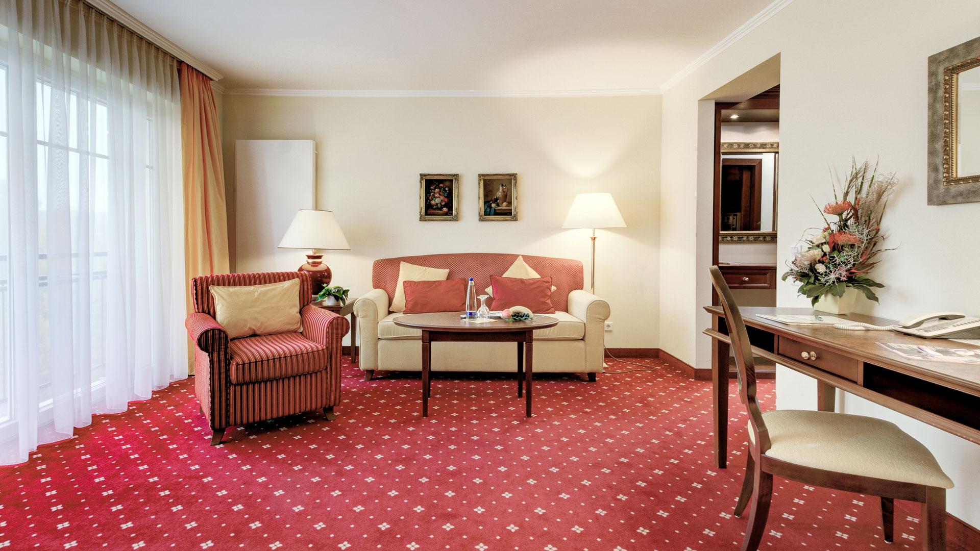 Ansicht Wohnzimmer mit Blick zur Couch im DZ Bellevue